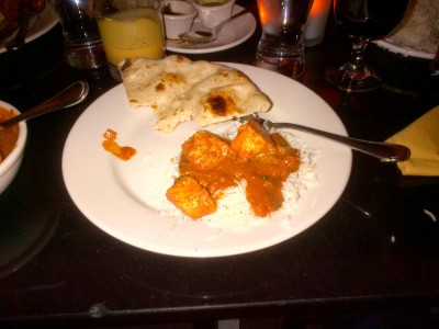 Raaz Chicken Vindaloo and garlic naam